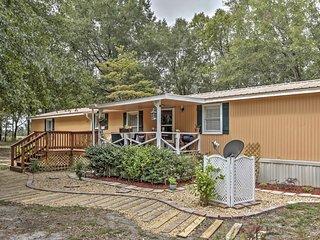Charming 2BR Live Oak House Near Outdoor Recreation! - Live Oak vacation rentals