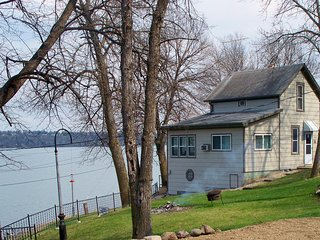 NEW! 2BR Big Stone City Cabin w/ Lakefront Views! - Big Stone City vacation rentals