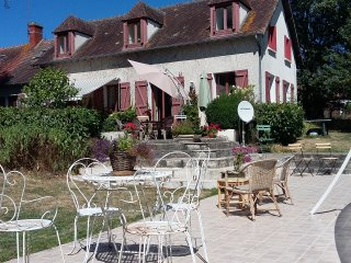 Tranquil three bedroomed house with swimming pool in rural France. - Neuvy-le-Barrois vacation rentals