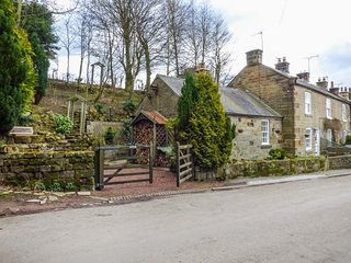 MABEL COTTAGE, open fire, WiFi, garden, parking, in Osmotherley, Ref 950790 - Osmotherley vacation rentals