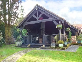 STUDIO AT LITTLE TREES FARM, open plan studio accommodation, private area of - Luton vacation rentals