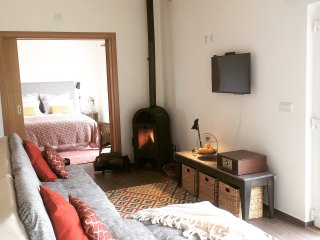 Sleepy Santiago Guest Studio, Castelo de Vide, panoramic views, walk into town - Castelo de Vide vacation rentals