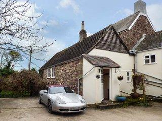 GRANARY COTTAGE, parking, enclosed lawned garden, in Newnham-on-Severn, Ref - Newnham-on-Severn vacation rentals
