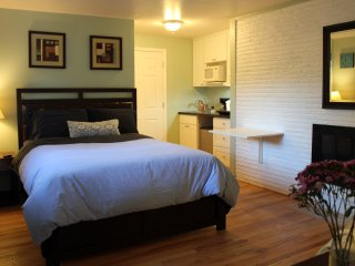 1 bedroom House with Internet Access in Bellevue - Bellevue vacation rentals