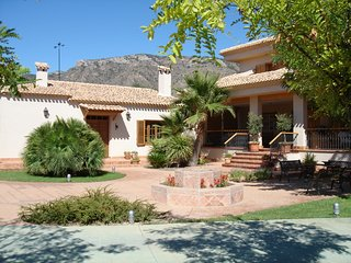 House with private pool and garden - Alicante vacation rentals