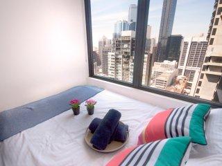 Comfy and High 26 Melb CBD, gym, swim, sauna + WiFi - Melbourne vacation rentals