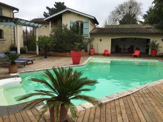 Maison en pierre avec piscine 10 minutes de Bordeaux et 45 min du Bassin d'Arcac - Latresne vacation rentals