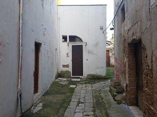 Mono Seclì, ampio monolocale finemente ristrutturato nell'entroterra salentino - Secli vacation rentals
