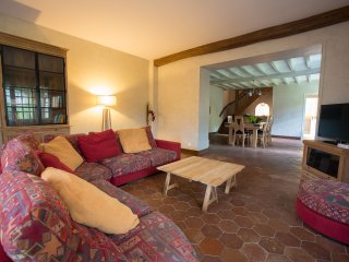 Bright 3 bedroom Dreux House with Internet Access - Dreux vacation rentals
