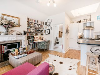 Lovely 2 bedrooms Mews apt in Marylebone {CM1} - London vacation rentals