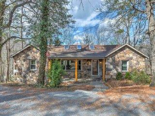NEW! 'Pine Cliffs' 3BR Hinton Cabin w/ Views! - Hinton vacation rentals