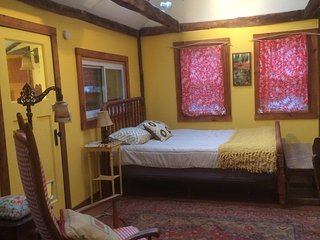Artistic Cottage in the woods, perfect for artists, writers, nature lovers - Exeter vacation rentals