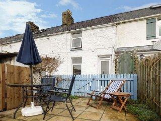 MERLIN, terraced cottage, open fire, garden, pet-friendly, nr Nefyn, Ref 947329 - Llithfaen vacation rentals