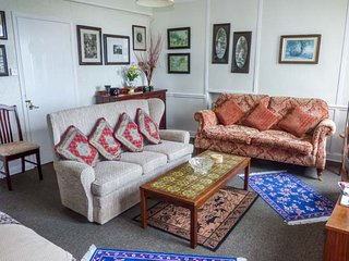 FLAT 8, all first floor, two bedrooms, pet welcome, sea views, in Lynmouth, Ref - Lynmouth vacation rentals