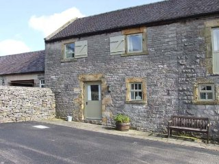HALLOWS COTTAGE, part of the Chatsworth Estate, pet-friendly, woodburner in - Wetton vacation rentals
