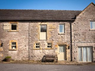 WELL COTTAGE, part of the Chatsworth Estate, woodburner in Wetton Ref 955842 - Wetton vacation rentals