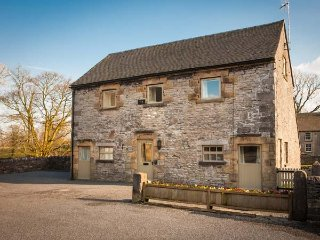 LARKSTONE BARN, part of the Chatsworth Estate, woodburner in Wetton, Ref 955847 - Wetton vacation rentals