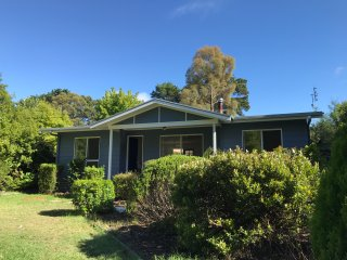 Perfect 2 bedroom Bowral House with Deck - Bowral vacation rentals
