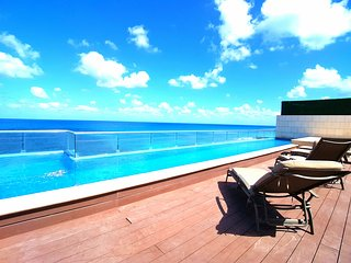 Wonderful Oceanfront Condo Isla Mujeres Rooftop pool breathtaking views - Isla Mujeres vacation rentals