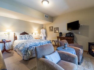 All Seasons River Inn Suite E -Riverfront & cozy gas fireplace, private patio! - Leavenworth vacation rentals
