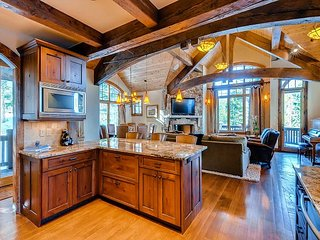 Charming and rustic Peak 8 luxury home 5 minute walk to 4 O'clock ski run - Jefferson vacation rentals