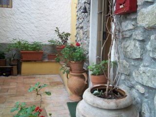 Casa in borgo antico ligure vicino alle Cinque Terre - Piano di Follo vacation rentals