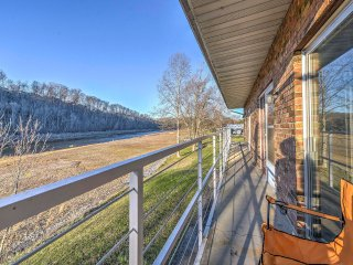 NEW! Lakeside Bluff City Apartment w/ Balcony! - Bluff City vacation rentals