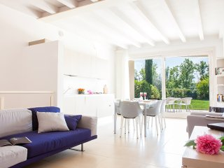 Bright 3 bedroom Apartment in Sirmione - Sirmione vacation rentals