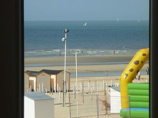 LA PANNE APPARTEMENT 4 PERSONNES VUE MER DIGUE situation unique,ASCENSEUR - De Panne vacation rentals