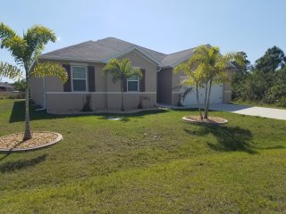 Beautiful three bedroom, plus den, two bathroom, optional electric pool heat - World vacation rentals