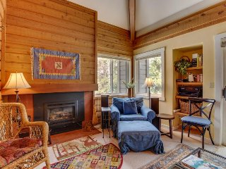Cozy condo w/ mountain views, shared hot tub, pool & more - nearby ski access! - Sun Valley vacation rentals