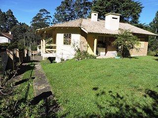 HOUSE KNORR VILLE - 350 METERS RUA COBERTA Casa Knorr ville - Gramado vacation rentals