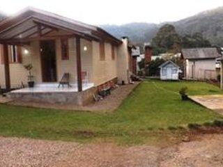 CHALÉ ACONCHEGO NA SERRA Chalé da Serra - Gramado vacation rentals