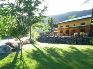 Romantic Cottage with Deck and Internet Access - Junction City vacation rentals
