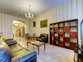 SutkiPeterburg apartment near Vosstaniya Square - Saint Petersburg vacation rentals