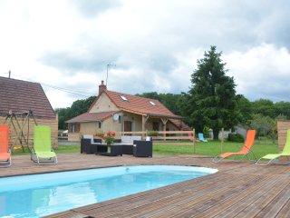 Confortable gîte  de campagne avec piscine  sans vis à vis  entourré d'animaux - Luzy vacation rentals