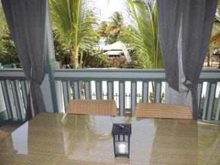 APPARTEMENT 2 CHAMBRES FRONT DE MER - Saint Martin vacation rentals