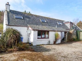 FARMHOUSE COTTAGE, semi-detached, multi-fuel stove, WiFi, pet-friendly, near - Staffin vacation rentals