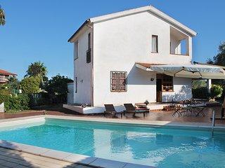 Villa Evelyn con piscina - Fontane Bianche vacation rentals