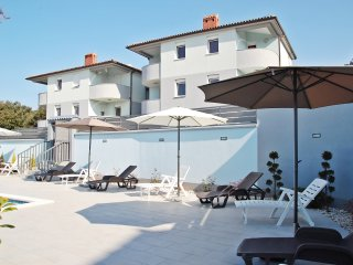 2 bedroom Condo with Internet Access in Barbariga - Barbariga vacation rentals