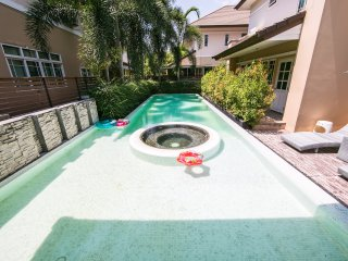 Luxury Villa private swimming pool with jacuuzi - Pa Daet vacation rentals