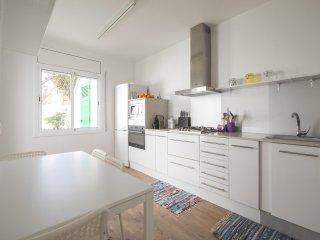 Beautiful 5 bedroom House in Premia de Mar - Premia de Mar vacation rentals