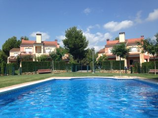Relaxing house with pool and garden - Masriudoms vacation rentals