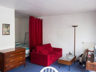 Cozy studio in a lively area - real Paris - Vanves vacation rentals
