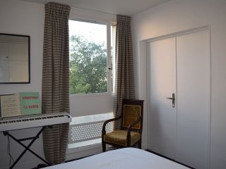 Beautiful, sunny and cosy apartment - 19th Arrondissement Buttes-Chaumont vacation rentals