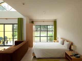 Lovely Apartment in Arrábida Resort - Quinta do Anjo vacation rentals