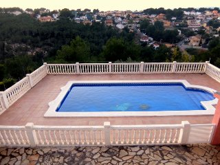 VILLA MARI, con piscina privada totalmente vallada!!! - Bellvei vacation rentals
