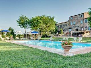 Villa Ortensia, amazing farmhouse in the countryside of Cortona - Fratticciola vacation rentals