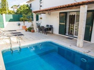HYH Carcavelos Coast - Suite Room - Carcavelos vacation rentals