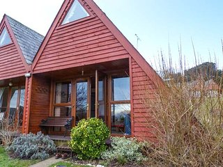 THE WAVES, semi-detached lodge on a holiday park, on-site facilities, inc - Deal vacation rentals